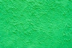 Υπόβαθρο ενός τραχιού τοίχου μιας πράσινης σκιάς Στοκ Φωτογραφίες
