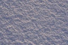 Υπόβαθρο - επιφάνεια πάγου του χιονιού που φωτίζεται φυσικό από τις ακτίνες του ήλιου βραδιού Οι ακτίνες ήλιων ` s που αναπηδούν  Στοκ Εικόνα