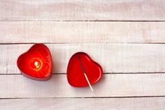 Υπόβαθρο ημέρας βαλεντίνων, μορφή καρδιών κεριών καψίματος Στοκ Εικόνες