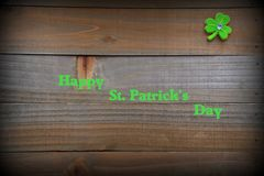 Υπόβαθρο ημέρας του ST Πάτρικ ` s με το πράσινα τριφύλλι και το αντίγραφο στοκ φωτογραφίες με δικαίωμα ελεύθερης χρήσης