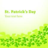 Υπόβαθρο ημέρας του ST Patricks με τα φύλλα τριφυλλιών Στοκ Εικόνες