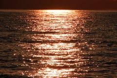 Υπόβαθρο θάλασσας ηλιοβασιλέματος, ηλιοβασίλεμα πέρα από τη θάλασσα Στοκ Εικόνες