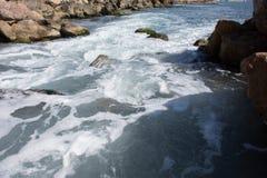 Υπόβαθρο θάλασσα βράχων Στοκ εικόνα με δικαίωμα ελεύθερης χρήσης