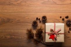 Υπόβαθρο θέματος Χριστουγέννων, στον ξύλινο πίνακα Στοκ Φωτογραφίες