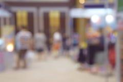 Υπόβαθρο θαμπάδων λεωφόρων αγορών με το bokeh Στοκ Εικόνες