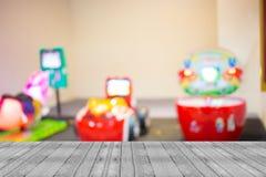Υπόβαθρο θαμπάδων καταστημάτων μηχανών παιχνιδιών Arcade με την εικόνα bokeh Στοκ φωτογραφίες με δικαίωμα ελεύθερης χρήσης