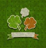 Υπόβαθρο διακοπών με τα τριφύλλια στο ιρλανδικό χρώμα σημαιών για το ST Patr Στοκ Φωτογραφίες