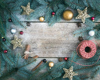 Υπόβαθρο διακοσμήσεων Χριστουγέννων (νέο έτος): κλάδοι γούνα-δέντρων, γ Στοκ εικόνα με δικαίωμα ελεύθερης χρήσης