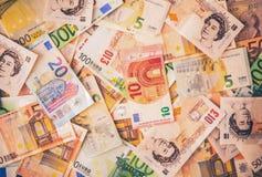 Υπόβαθρο λιβρών και ευρώ Στοκ Εικόνες