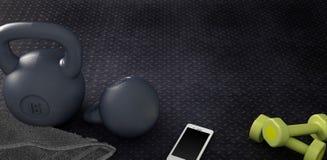 Υπόβαθρο ικανότητας με τα kettlebells και το smartphone Στοκ Εικόνες