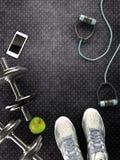 Υπόβαθρο ικανότητας με τους αλτήρες και το smartphone απεικόνιση αποθεμάτων