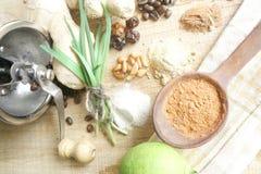 Υπόβαθρο κουζινών με τις ανάμεικτες αρωματικές ουσίες Στοκ Φωτογραφίες