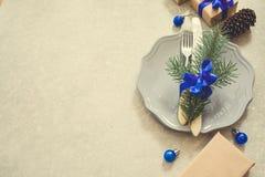 Υπόβαθρο, μαχαιροπήρουνα, πιάτο και Χριστούγεννα τροφίμων Χριστουγέννων διακοπών Στοκ Εικόνα
