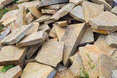 Υπόβαθρο με πολλούς σκληρούς αιχμηρούς βράχους γρανίτη στοκ εικόνες