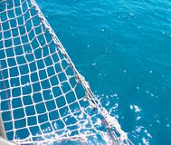 Υπόβαθρο με τα δίκτυα από sailboat γιοτ στην μπλε θάλασσα στοκ φωτογραφία με δικαίωμα ελεύθερης χρήσης