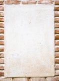 Υπόβαθρο με τα τούβλα και την άσπρη περιοχή Στοκ Εικόνες