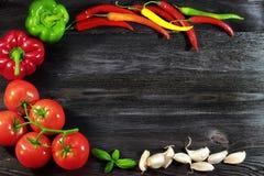 Υπόβαθρο με τα φρέσκα, λαχανικά φθινοπώρου και το σκόρδο Στοκ Εικόνα