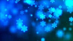 Υπόβαθρο με τη συμπαθητική περίληψη που πετά μπλε snowflakes Στοκ Φωτογραφία