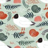 Υπόβαθρο με τους γλάρους στην ακτή. Χορτάρια, κλαδίσκοι α Στοκ Εικόνες