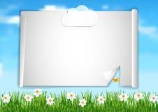 Υπόβαθρο με το μπλε ουρανό, άσπρα άσπρα λουλούδια τελών σύννεφων στο gree Στοκ Εικόνες