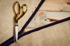 Υπόβαθρο με το ράψιμο και το πλέξιμο των εργαλείων Στοκ φωτογραφίες με δικαίωμα ελεύθερης χρήσης