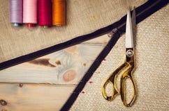 Υπόβαθρο με το ράψιμο και το πλέξιμο των εργαλείων Στοκ φωτογραφία με δικαίωμα ελεύθερης χρήσης