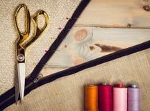 Υπόβαθρο με το ράψιμο και το πλέξιμο των εργαλείων Στοκ Εικόνες