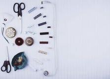 Υπόβαθρο με το ράψιμο των εργαλείων και των εξαρτημάτων Στοκ εικόνα με δικαίωμα ελεύθερης χρήσης