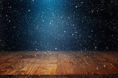 Υπόβαθρο με snowflakes και τον παλαιό ξύλινο πίνακα Στοκ φωτογραφίες με δικαίωμα ελεύθερης χρήσης