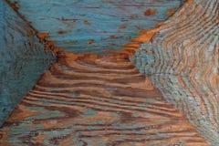 Υπόβαθρο μιας παλαιάς ξύλινης επιφάνειας με μια φυσική ξύλινη σύσταση του ρόδινου χρώματος και τα υπολείμματα του μπλε χρώματος Στοκ φωτογραφία με δικαίωμα ελεύθερης χρήσης