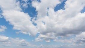 Υπόβαθρο μπλε ουρανού με τα σύννεφα Στοκ Φωτογραφίες