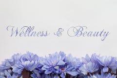 Υπόβαθρο ομορφιάς και wellness με τα λουλούδια Στοκ φωτογραφία με δικαίωμα ελεύθερης χρήσης