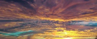 Υπόβαθρο, υπόβαθρο ουρανού, ουρανός, με την επίδραση μιας επιμηκυμένης εικόνας σε βάθος στοκ εικόνα με δικαίωμα ελεύθερης χρήσης