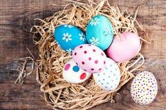 Υπόβαθρο Πάσχας - ζωηρόχρωμα αυγά Πάσχας με το διάστημα αντιγράφων Στοκ εικόνες με δικαίωμα ελεύθερης χρήσης