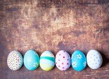 Υπόβαθρο Πάσχας - ζωηρόχρωμα αυγά Πάσχας με το διάστημα αντιγράφων Στοκ φωτογραφίες με δικαίωμα ελεύθερης χρήσης