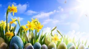 Υπόβαθρο Πάσχας τέχνης  Λουλούδια άνοιξη και αυγά Πάσχας Στοκ Φωτογραφίες