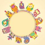 Υπόβαθρο παιδιών με τις πολύχρωμες κουκουβάγιες κινούμενων σχεδίων Στοκ Εικόνες