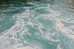 Υπόβαθρο που πυροβολείται της επιφάνειας θαλάσσιου νερού aqua στοκ φωτογραφία με δικαίωμα ελεύθερης χρήσης