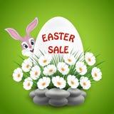 Υπόβαθρο πώλησης Πάσχας με το λαγουδάκι και τα λουλούδια Στοκ Φωτογραφία