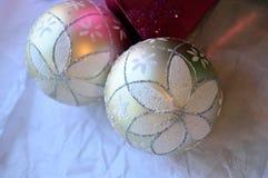 Υπόβαθρο, ροζ και λευκό διακοσμήσεων Χριστουγέννων Glittery Στοκ εικόνες με δικαίωμα ελεύθερης χρήσης