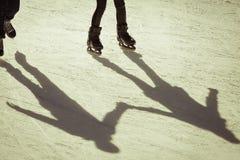 Υπόβαθρο σκιών της ομάδας ανθρώπων στον πάγο Στοκ Φωτογραφίες