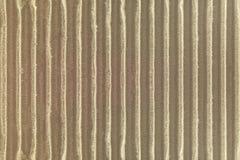 Υπόβαθρο σύστασης ζαρωμένου χαρτονιού Λεπτομέρεια του εγγράφου τεχνών που γίνεται από το φυσικό υλικό στοκ εικόνες