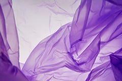 Πλαστική τσάντα Υπόβαθρο σύστασης παφλασμών που απομονώνεται Πορφυρό εποχιακό αφηρημένο υπόβαθρο χρωμάτων στοκ φωτογραφία με δικαίωμα ελεύθερης χρήσης