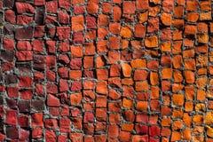 Υπόβαθρο σύστασης των πολυ χρωματισμένων πετρών μωσαϊκών στον τοίχο στοκ εικόνες