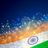 Υπόβαθρο της Ινδίας στο tricolor και Ashoka Chakra με τις εορταστικές εκρήξεις πυροτεχνημάτων Έννοια της ινδικής ημέρας Δημοκρατί διανυσματική απεικόνιση