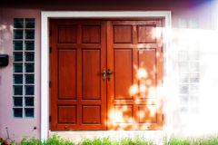 Υπόβαθρο της πόρτας και ξύλινο υπόβαθρο, σύσταση πορτών, ξύλο tex Στοκ φωτογραφία με δικαίωμα ελεύθερης χρήσης