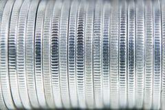 Υπόβαθρο τοίχων κινηματογραφήσεων σε πρώτο πλάνο σειρών σωρών νομισμάτων Στοκ Φωτογραφία