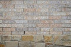 Υπόβαθρο τουβλότοιχος στους βράχους Στοκ Φωτογραφία