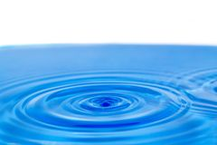 Υπόβαθρο του μπλε νερού με τους κύκλους Στοκ Εικόνες