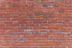 Υπόβαθρο του παλαιού εκλεκτής ποιότητας βρώμικου τουβλότοιχος με το ασβεστοκονίαμα αποφλοίωσης Στοκ εικόνα με δικαίωμα ελεύθερης χρήσης